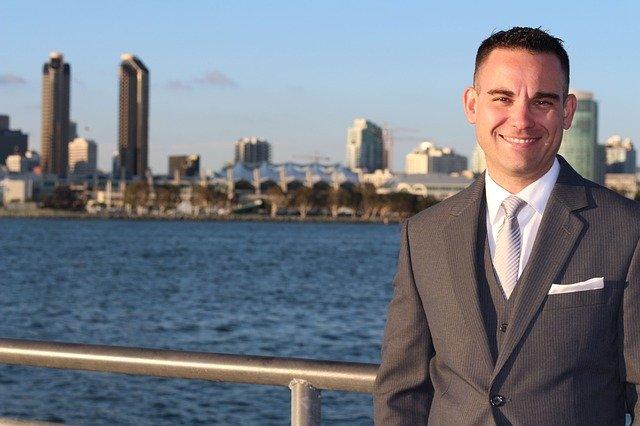 """מתווך לעסקים בישראל זה ברוקר בארה""""ב? ההבדלים"""